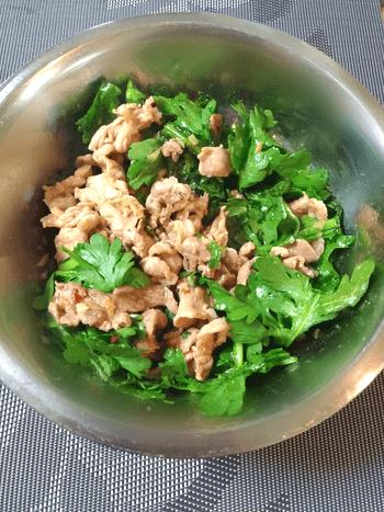 山椒香味豚こま生春菊爆弾サラダ