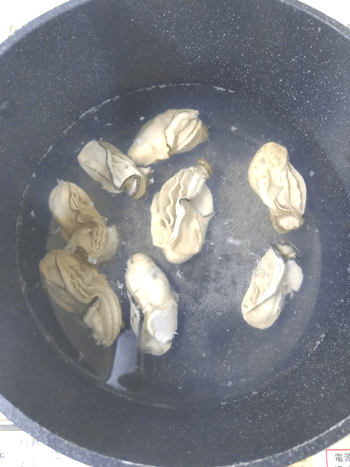 瞼に海が。旨味が見えるプリ牡蠣の餡かけバター醤油(糖質6.7g)
