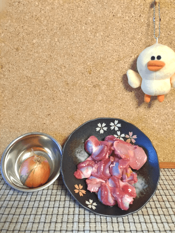 柔ジューシー。黒玉葱ドレッシングの蜂蜜醤油焼き砂肝(糖質6.8g)