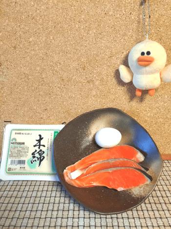 溢れる内部攻撃。鮭豆腐のカレーマスタードタルタルバーグ(糖質6.5g)