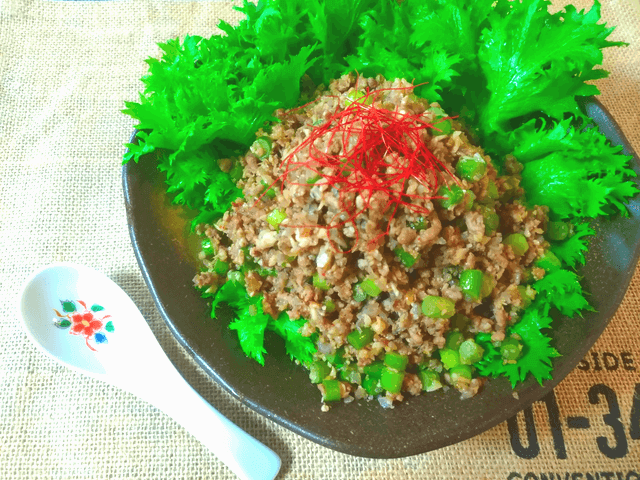 最高サラダ巻き。主食に美味しいピリ辛蒟蒻の豚茸そぼろ(糖質5.4g)