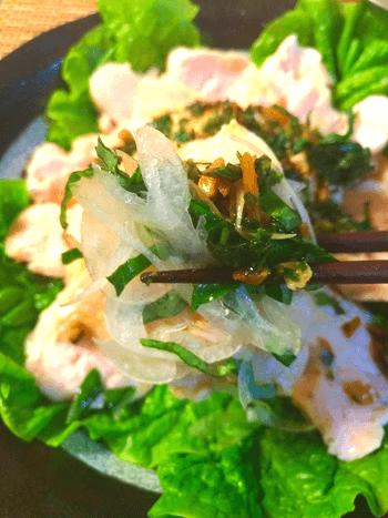 別格しっとり。絶品焦がしバジルにんにく醤油の炊飯蒸し鶏(糖質7.1g)