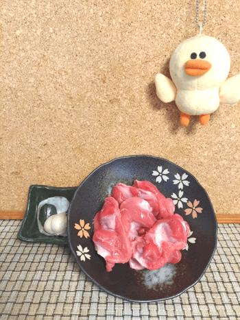 ハイボール大集合。おつまみ最高ハニーペッパー砂肝サラミ(糖質6.7g)
