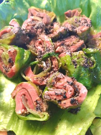 肉質最高。黒甘ドレッシングの柔らか豚タンレタス巻き(糖質5.9g)