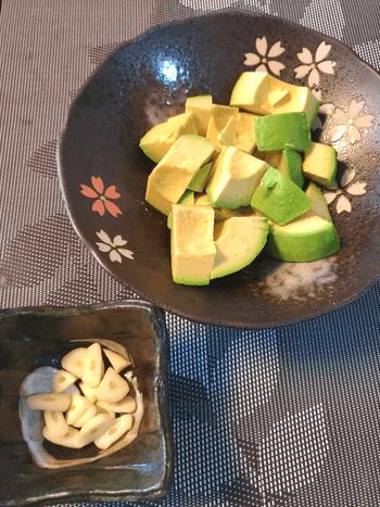 ごっつ美味しい。山盛り香味オイスターペペロンアボカド(糖質4.8g)