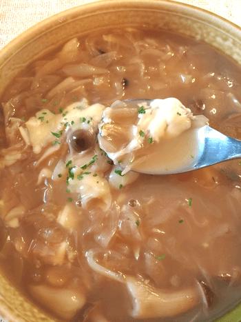 甘み引き立つウスターバターオニオンスープ