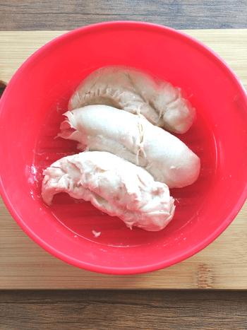 超主役級テイスト。葱糸ささみの激シャキ梅クリチサラダ(糖質3.1g)