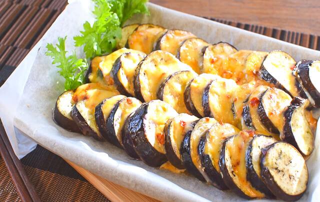 旨みに笑顔!激柔ナスのマヨ豆板醤コンソメチーズ焼き(糖質4.2g)