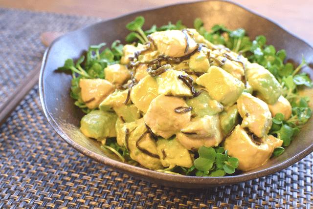 暴挙な美味しさ。激柔ささみと柚子胡椒マヨの塩昆布アボカド(糖質1.9g)