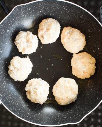 魔法の旨さ。揚げない絶品おから海老スイチリクリームコロッケ(糖質8.2g)
