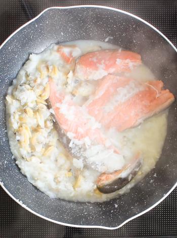 格安最高。海鮮あらシャケの速攻ナポリ風白ワインスープ(糖質8.2g)