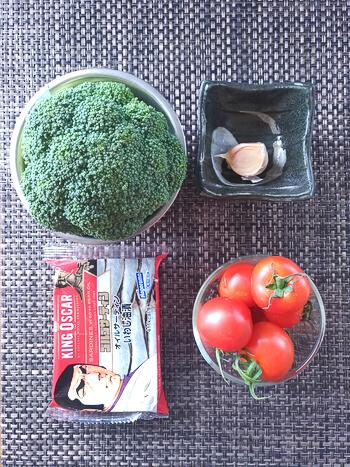 仲良く美味。熱旨焼きトマトのマジックオイルサーディン(糖質6.1g)