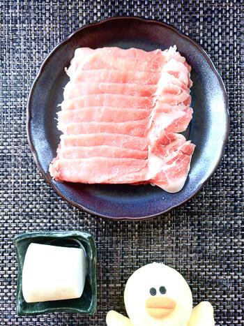 厚み2cm弱。肉汁洪水系の柔らかミルフィーユポークステーキ(糖質4.3g)