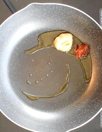 秘密の足し算。極旨豚骨風の飲み干しネギ厚揚げ鍋(糖質7.7g)