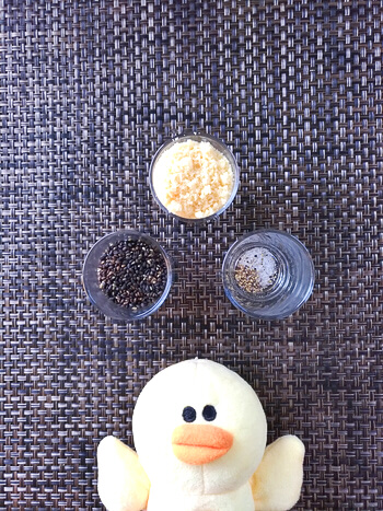 最高ノンフライ。サクサク黒胡麻焼きチーズの高野豆腐スナック(糖質1.4g)