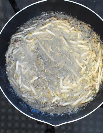 見た目無視の旨さ!爆速もやしの絶品黒坦々麺スープ(糖質8.9g)