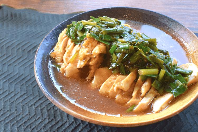 しっとり肉厚!薫り酒蒸しむね肉の漬け旨海苔韮ソース(糖質6.2g)