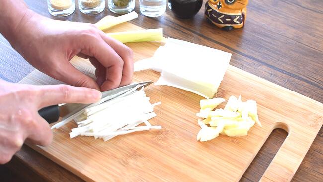 飲み干す一滴!砂肝白髪ネギの白湯柚子胡椒スープ(糖質3.6g)