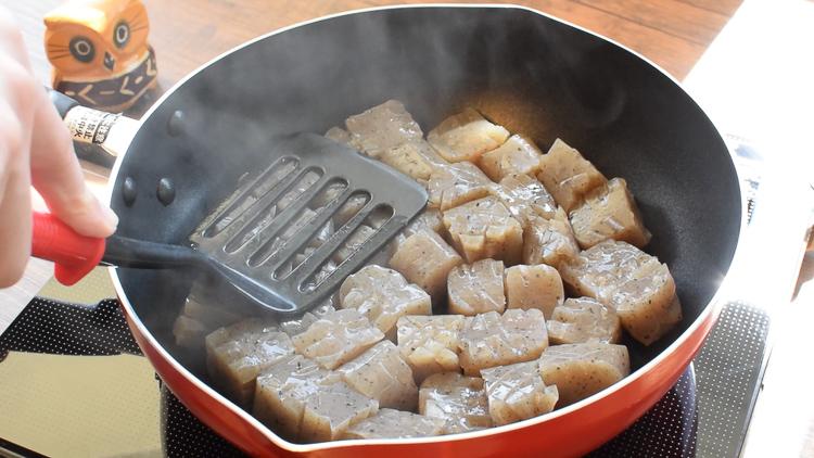 ビックに500g!薫るワサビの美味イカ焼き風サイコロステーキ(糖質9.9g)
