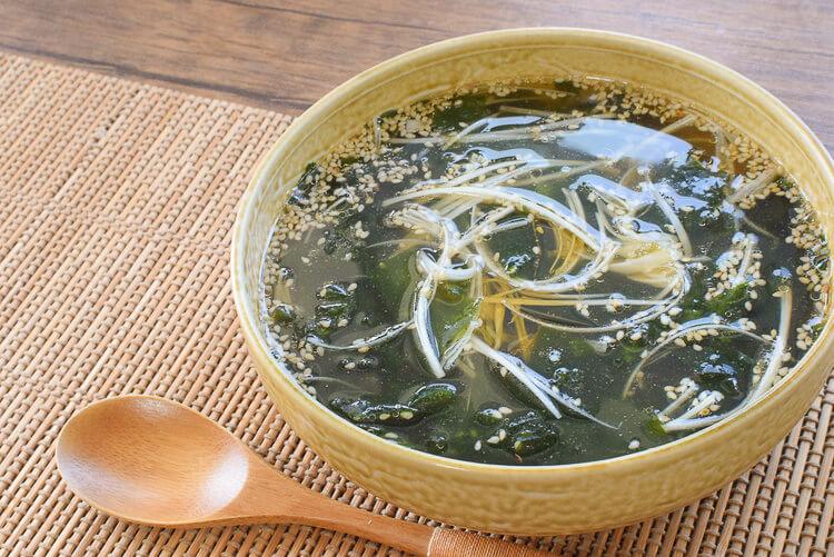 1杯40kcal!焼き肉店のバカ旨海苔葱わかめスープ(糖質3.4g)