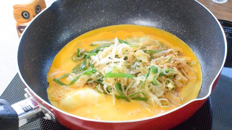 トロトロ最高!半熟美味しい白滝モダン混ぜオム葱飯(糖質5.0g)